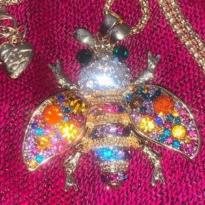 Betsy Johnson honeybee pendant chain